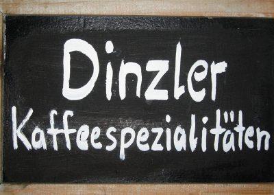 Unseren duftenden, aromatischen Kaffee beziehen wir von der Rosenheimer Kaffeerösterei Dinzler.