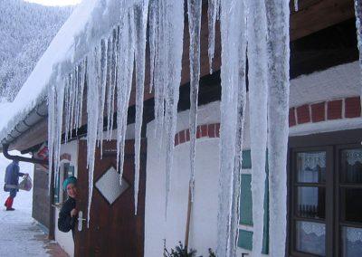 Viele Schnee und Eis sind bei uns in 1000 Meter Höher keine Seltenheit.
